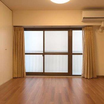 お部屋です。良い広さ