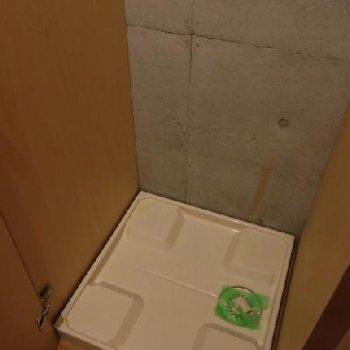 室内洗濯機置き場。*お部屋は別部屋です
