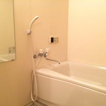 追い焚き機能付きの浴室です