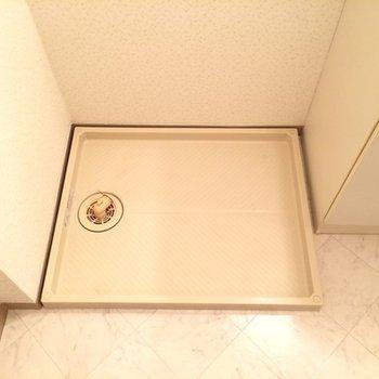 洗濯機置場は洗面台横にあります
