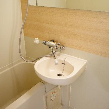 お風呂は木目シートを貼ってすっきり!