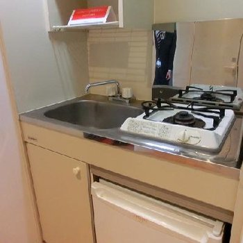ミニ冷蔵庫つきの1口コンロキッチン