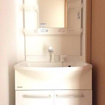 お風呂のとなりに独立洗面台