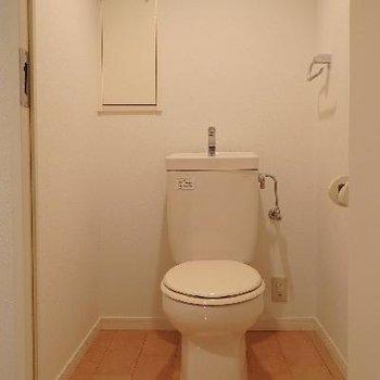2階のトイレは広々しています。