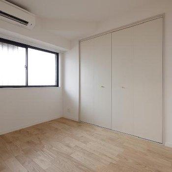 寝室にもエアコン設置