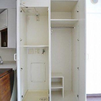 右が収納、左が洗濯パン。