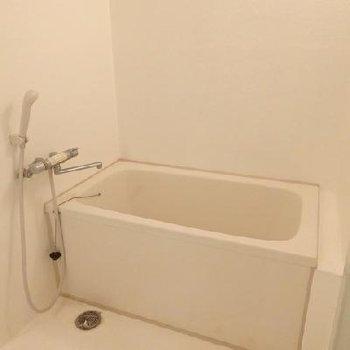 お風呂はシンプルイズベスト!※写真は別部屋です。