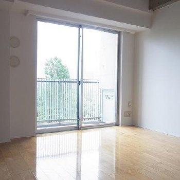 室内はシンプル。※写真は別部屋です