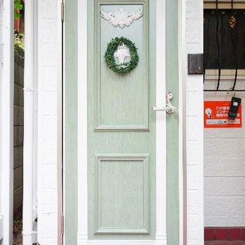 玄関扉も可愛いデザイン♪