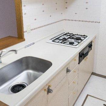ホワイト系で清潔感のキッチン