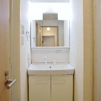 洗面台はこちら※写真は別部屋