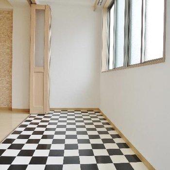 チェス床サンルーム※写真は別部屋