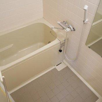 お風呂は追い焚きと乾燥機付き!