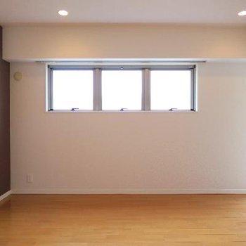 お行儀の良い窓。※写真は別部屋です
