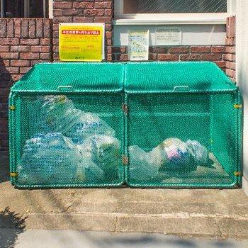 ゴミステーションは道沿いにあります。