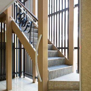 明るい共用階段