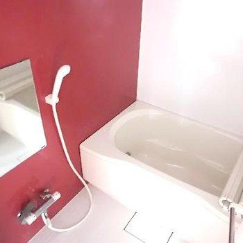 お風呂まで赤!元気でそう。