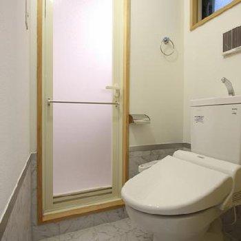 水回りは窓も付いてます※写真は別のお部屋です