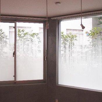 曇りガラスになっているのでプライバシーも◎