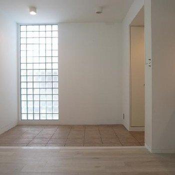玄関が広く日当たりもいい※別部屋