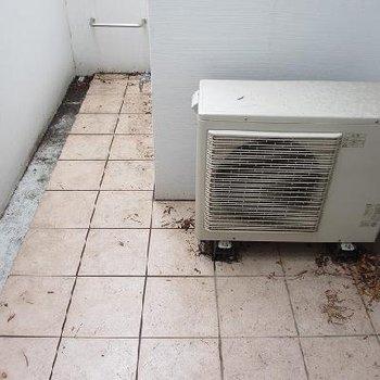 ゆったりめのべランダ。これなら洗濯物もよく乾く。※1階の別部屋