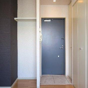 玄関横にも収納スペース◎