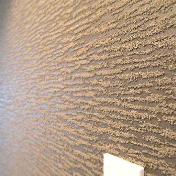 壁のデザインはモダンな雰囲気。