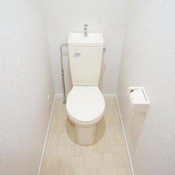 トイレは個室でゆったり♪※写真は同間取り2階
