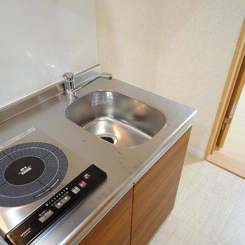 キッチンもコンパクトな1口です。※写真は同間取り2階