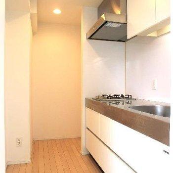 半個室のキッチン。広々です。