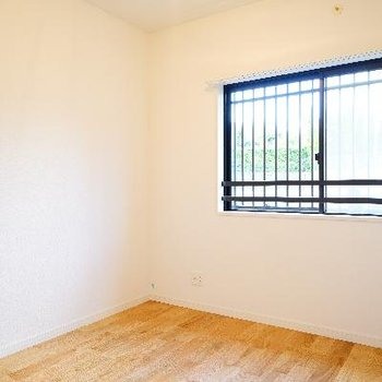 こちらは4帖の寝室!正方形です♪