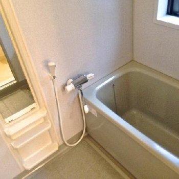 窓付きのお風呂は換気しやすくて良いですね。