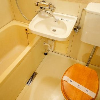 これから浴室の塗装を施し、綺麗に生まれ変わります。