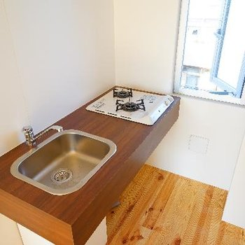 キッチンは2口ガス!※写真は4階の別部屋