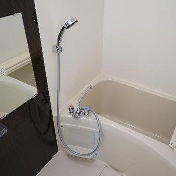 お風呂もぴかぴか♪※写真は4階の別部屋