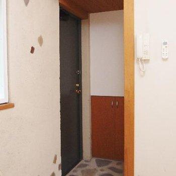 玄関。シュークローゼットあります!