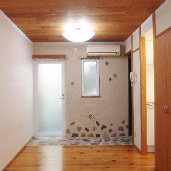 玄関のタイルが可愛い