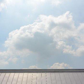3F眺め、お隣の屋根まで眩しい
