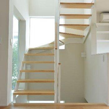 2F階段、上に行きます?下に行きます?