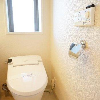 タンクレストイレには窓も!