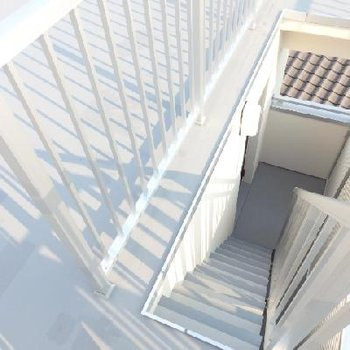 階段をのぼって屋上へ