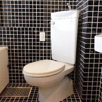 白さ際立つトイレ