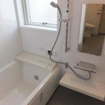 お風呂は追い焚き、浴室乾燥機付き!