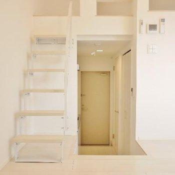 荷物があっても安心の階段ロフト!