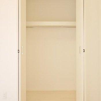 ココはお部屋の収納。ロフトと廊下にも収納あります!