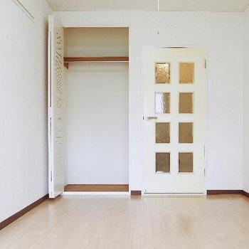 収納扉の背が高いので出し入れラクラク