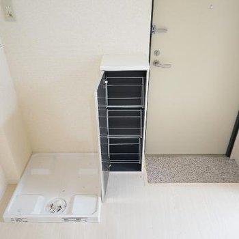 下駄箱と洗濯機は玄関横に。