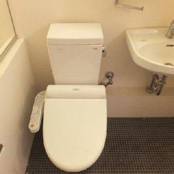 トイレ前で脱衣することになります