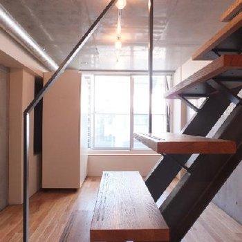 階段の手すりも繊細