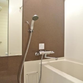 お風呂はちょっと狭し